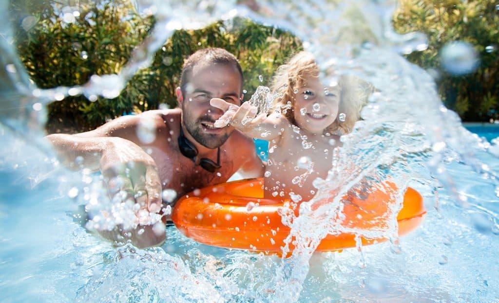 Deti vodu milujú: Zahrajte sa s nimi tieto hry, ktoré ich aj niečo naučia.